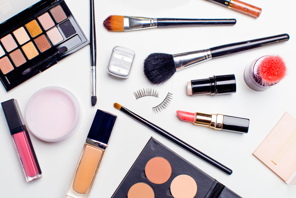 How do cosmetic brands tap into the e-commerce space?